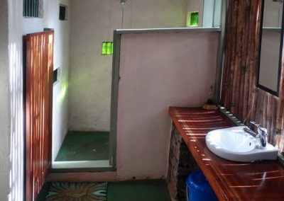 Turaco Cottage Shower Area
